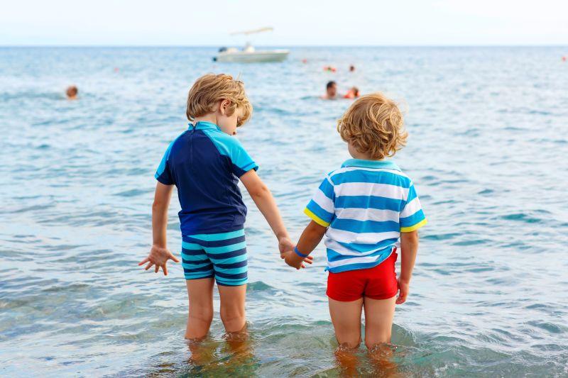 Deti na dovolenke pri mori
