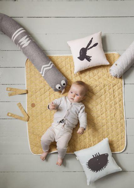 Dieťatko s hračkami