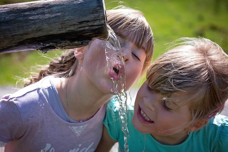 Deti by mali v lete vypiť aspoň 2l vody