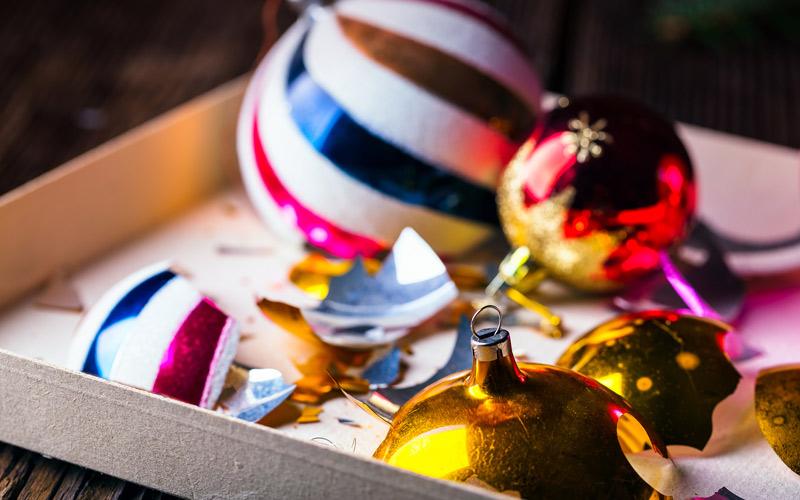 Rozbité vianočné guľky