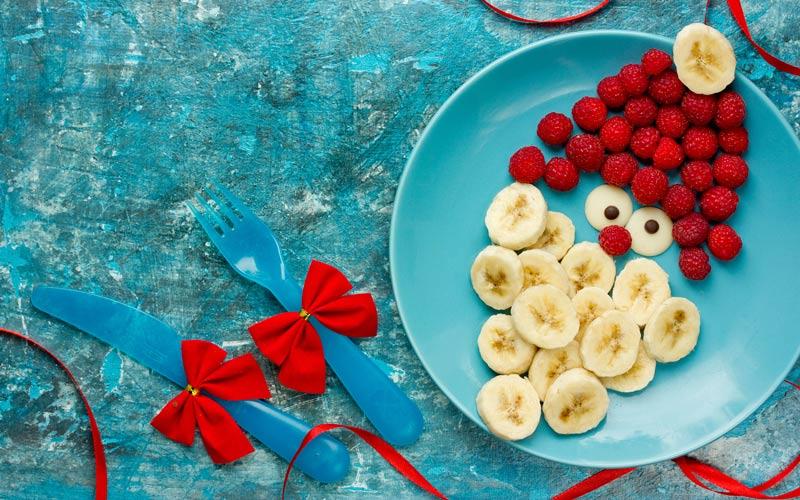 Mikuláš na tanieri z banánu a malín