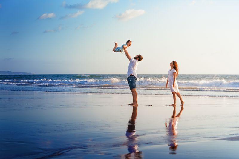 Šťastná rodinka na pláži
