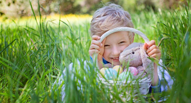 Hľadanie vajíčok v tráve