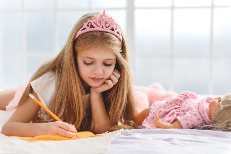 Dievčatko píšuce list