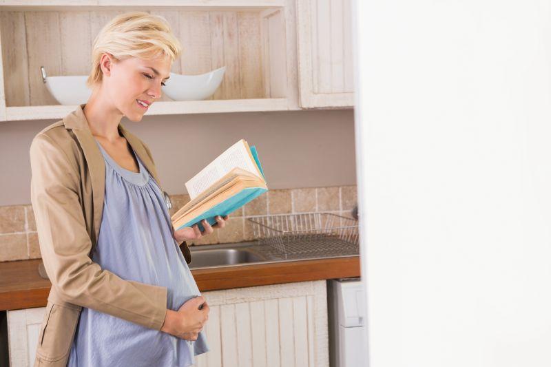 Tehotná žena a literatúra o rodičovstve