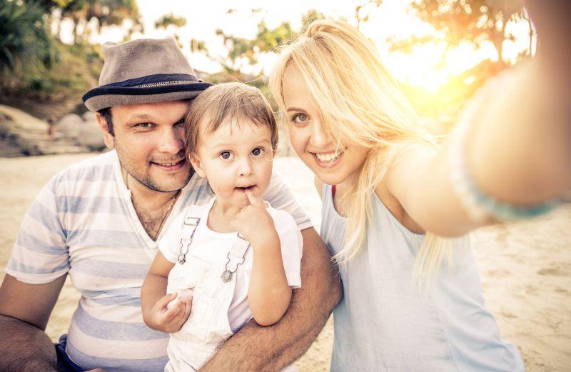 Šťastná rodina na výlete