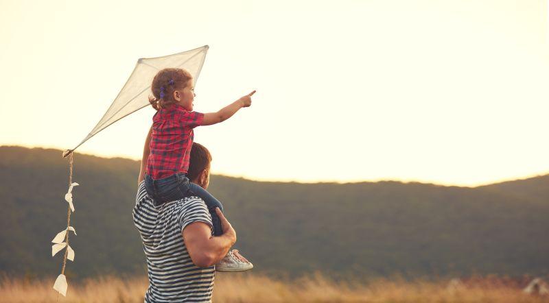 Otec s dcérou na prechádzke